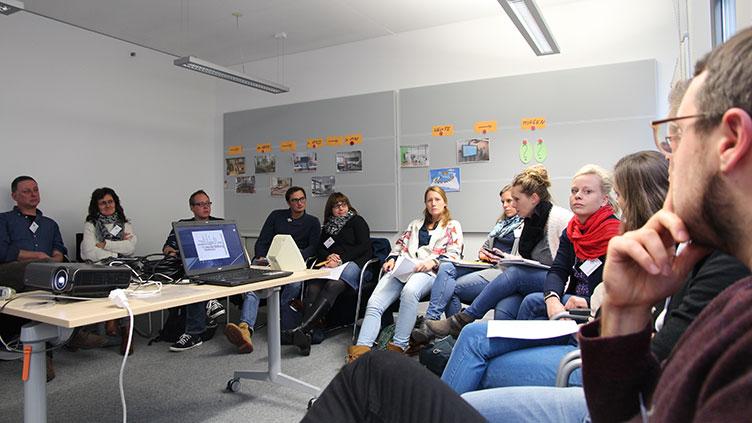 In Workshops wird über Aspekte des Themas Jugendmedienschutz diskutiert.