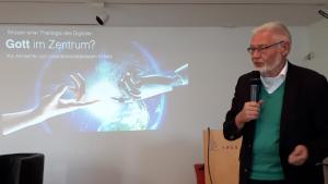 Foto: Prof. Dr. Bernd Trocholepczy bei seinem Vortrag